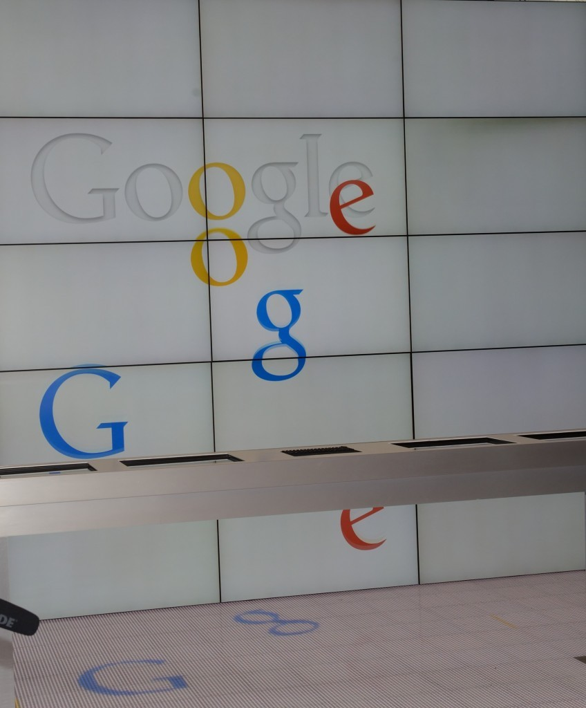 """The word """"Google"""" in the hall of the main entrance of the """"Google Partner Plex"""" in San Francisco / ec.europa.eu"""
