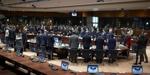 Minute of silence for the victims of the Mediterranean shipwreck at the last Special European Council on migratory pressure in the Mediterranean in April 2015 / tvnewsroom.consilium.europa.eu/