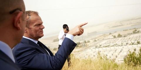 President Tusk visiting the Nizip refugee camp in Turkey, near the Syrian border, on September 10, 2015 / tvnewsroom.consilium.europa.eu/