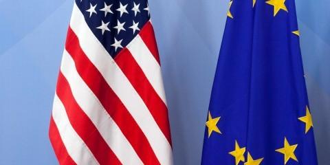 European flag next to the flag of the United States / ec.europa.eu