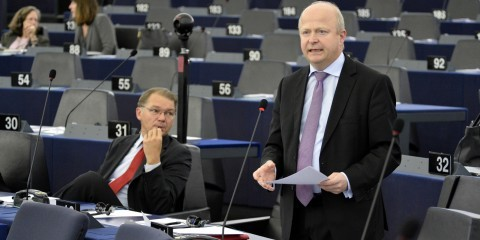 Michael Theurer (standing) and Philippe Lamberts at plenary session in Strasbourg on tax rulings on November 24, 2015 / European Union 2015 - Source : EP