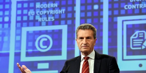 Günther Oettinger presenting action plan to modernise EU copyright rules on December 9, 2015 / ec.europa.eu.