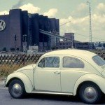 Volkwagen production in 1960 in Wolfsburg / Flickr / Roger W / CC BY-SA 2.0