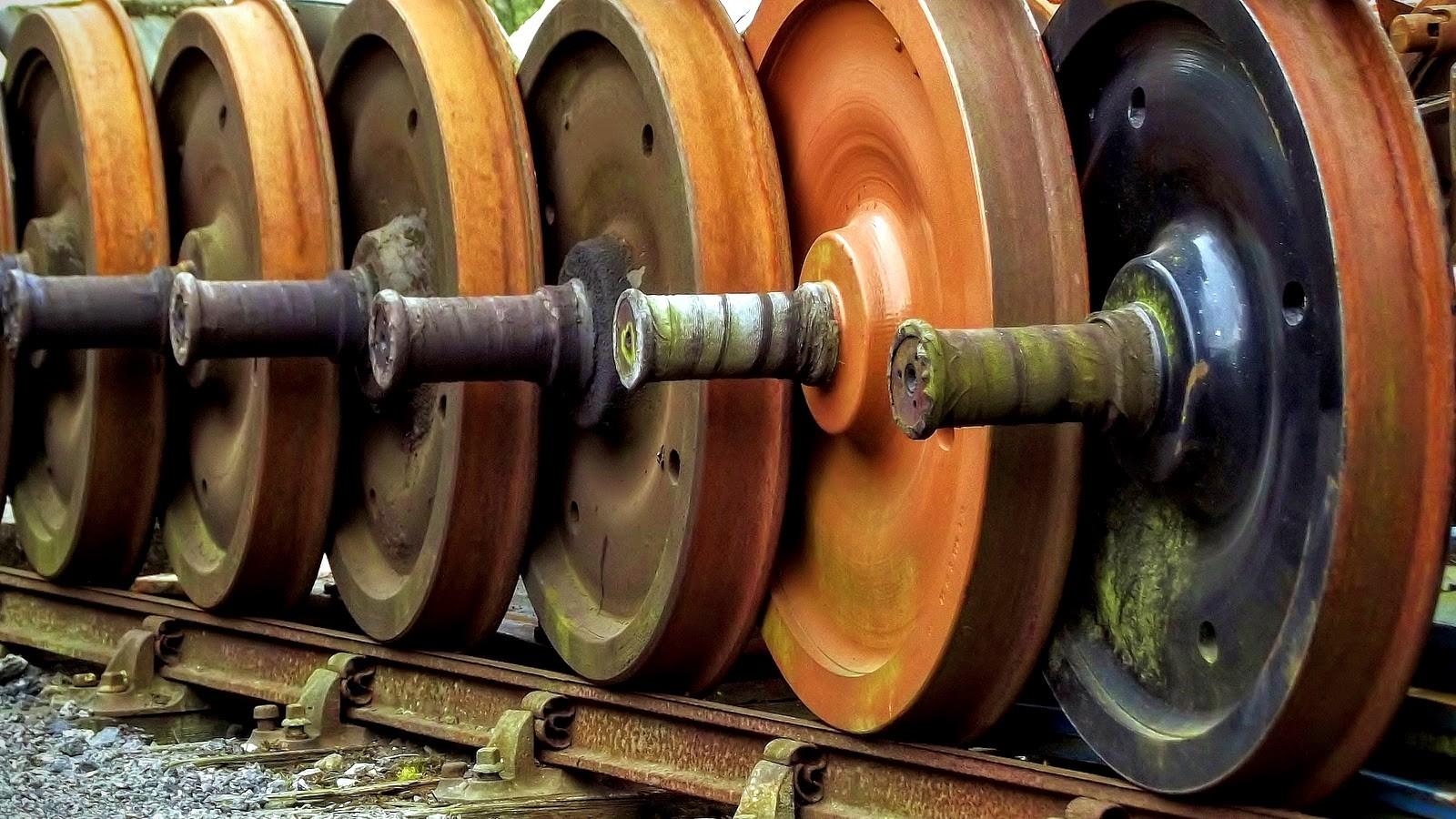 Steel railway wheels within wheels / Flickr / Thomas's Pics / EPNA, Brussels / CC BY 2.0