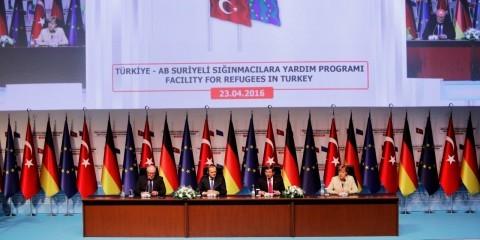Frans Timmermans, Donald Tusk, Ahmet Davutoğlu and Angela Merkel (from left to right) at University of Gaziantep on April 23, 2016 / ec.europa.eu