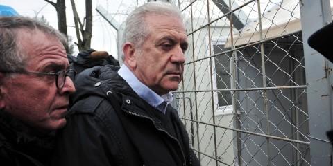 Dimitris Avramopoulos at refugee camp near Idomeni in March 2016 / ec.europa.eu