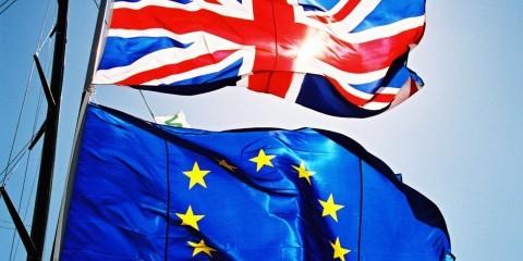 British and EU flags on yacht / ec.europe.eu